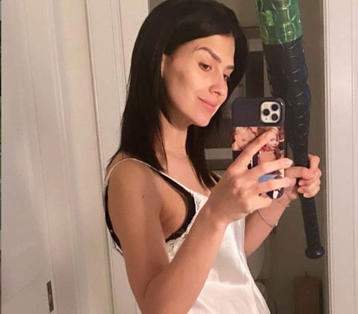 "Hilaria Baldwin Threatened To Prevent People With ""Opinions"" After Publishing A Breastfeeding Pic Upon Instagram"